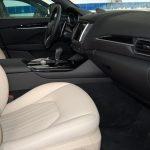 auto-sposi-Napoli_interni-Maserati_auto-per-cerimonie-Napoli