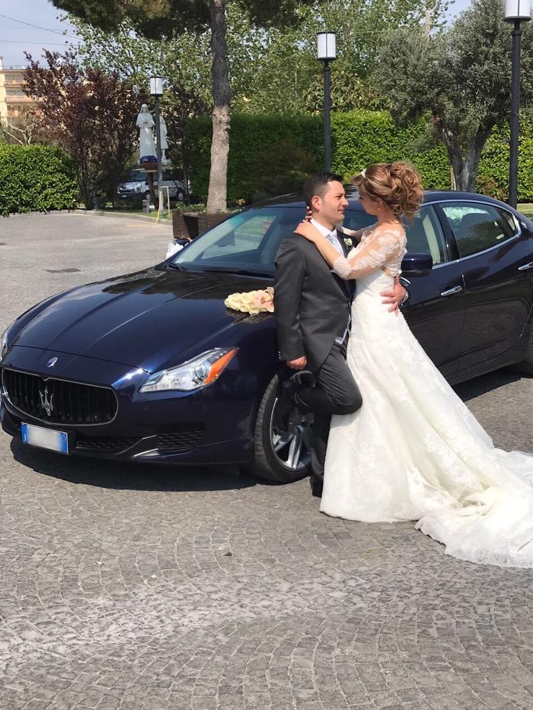 Auto-sposi-Napoli_sposi-in-Maserati_auto-matrimonio-Napoli