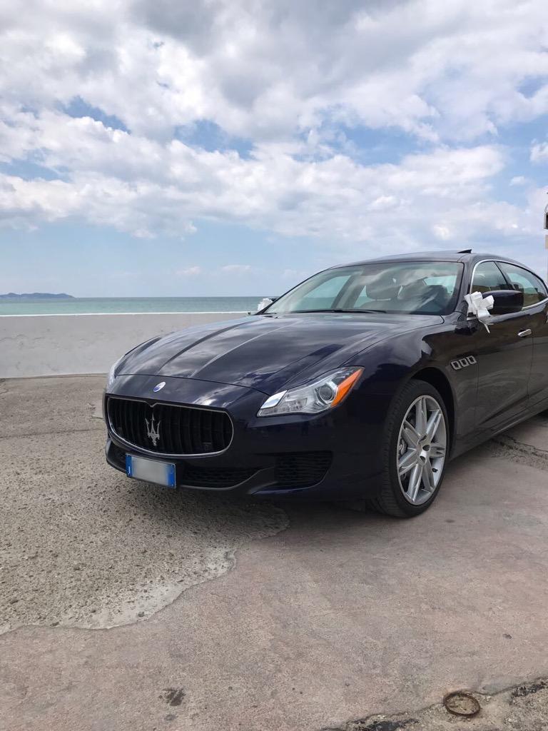 auto-sposi-Napoli_Maserati-blu_auto-per-cerimonie-Napoli