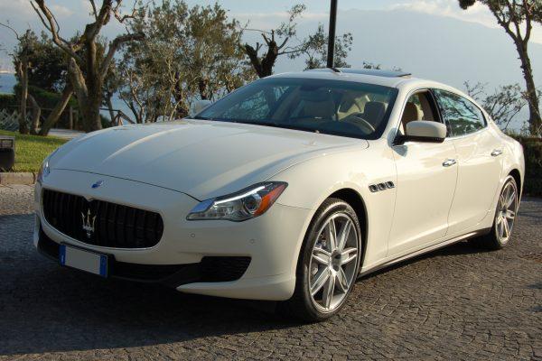 auto-sposi-Napoli_Maserati-Q4_auto-matrimonio-Napoli