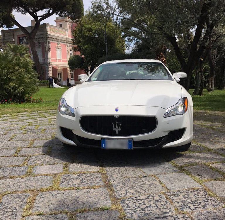 auto-sposi-Napoli_frontale-Maserati_auto-per-cerimonie-Napoli