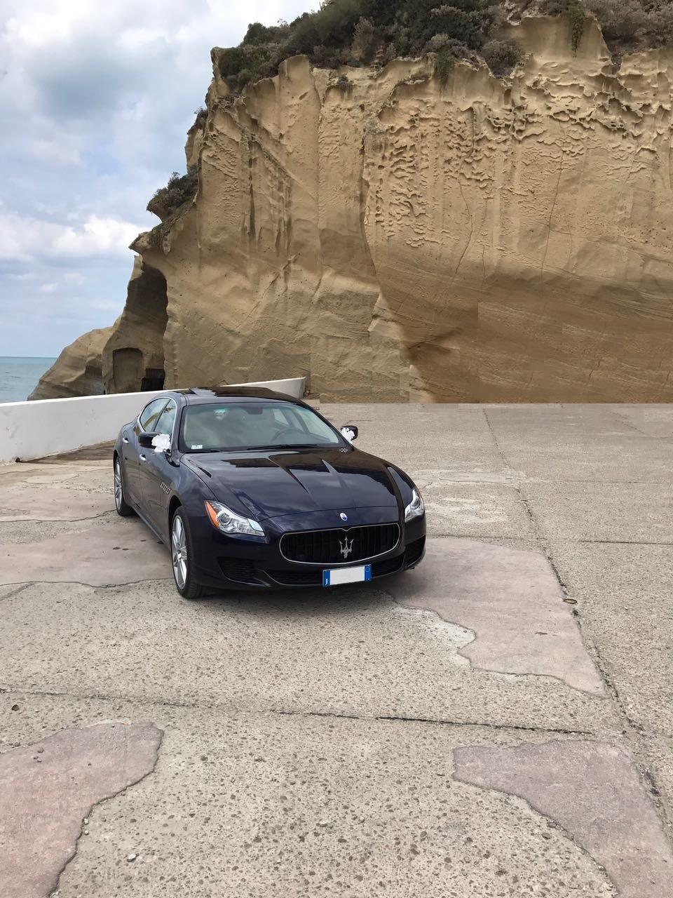 auto-sposi-Napoli_frontale-Maserati_auto-per-matrimoni-Napoli