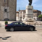 auto-sposi-Napoli_vettura-blu_auto-per-cerimonie-Napoli