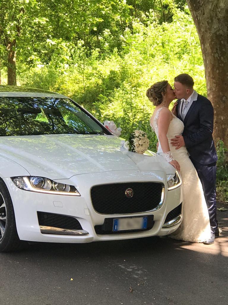 auto-sposi-Napoli_new-Jaguar_auto-per-cerimonie-Napoli