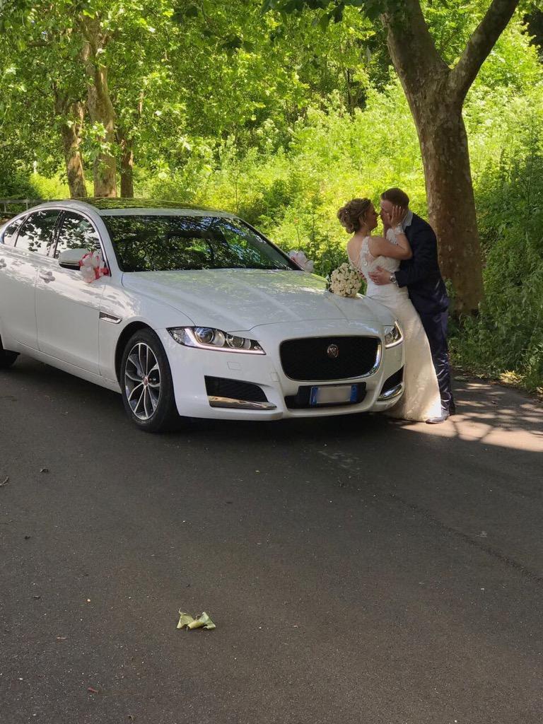 auto-sposi-Napoli_matrimonio-con-Jaguar_auto-sposi-Napoli-prezzi