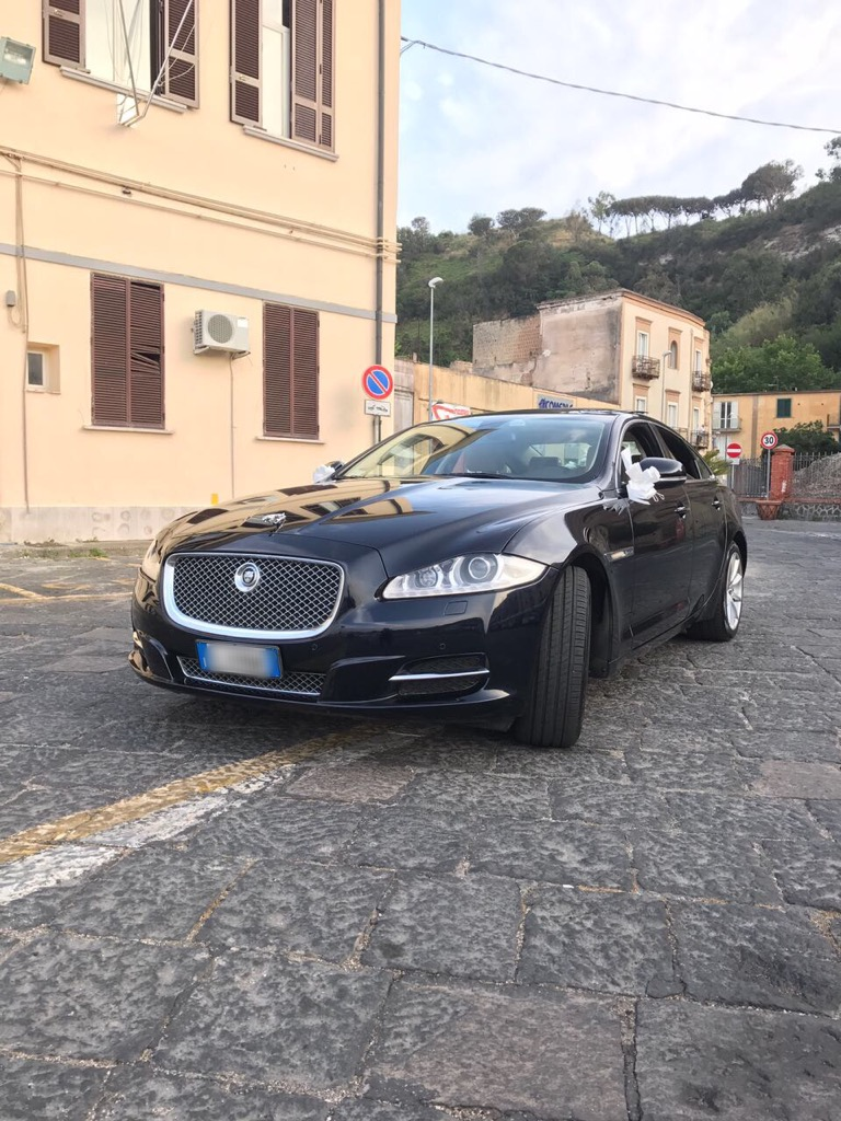 auto-sposi-Napoli_XJ-Blu_auto-matrimonio-Napoli