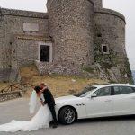 auto-sposi-Napoli_Maserati-con-sposi_auto-per-cerimonie-Napoli