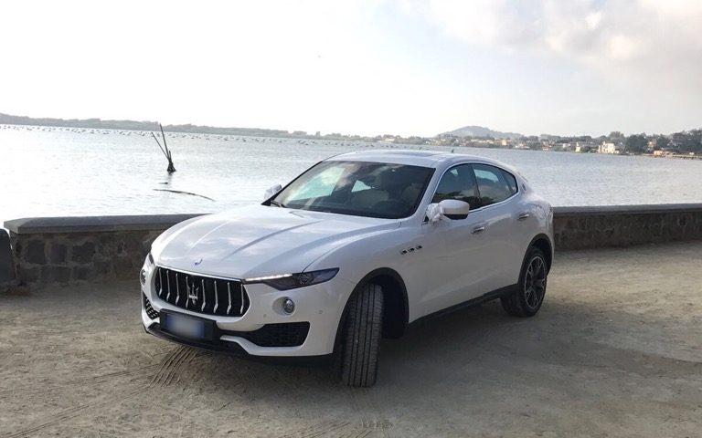 auto-sposi-Napoli_Maserati_Levante-per-matrimoni