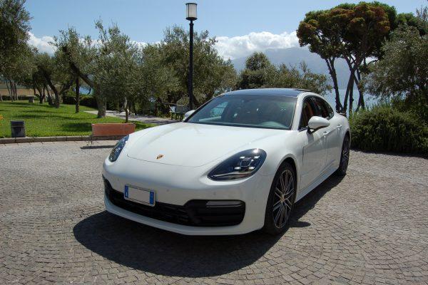 auto sposi Napoli | New Porsche Panamera bianca | auto matrimonio