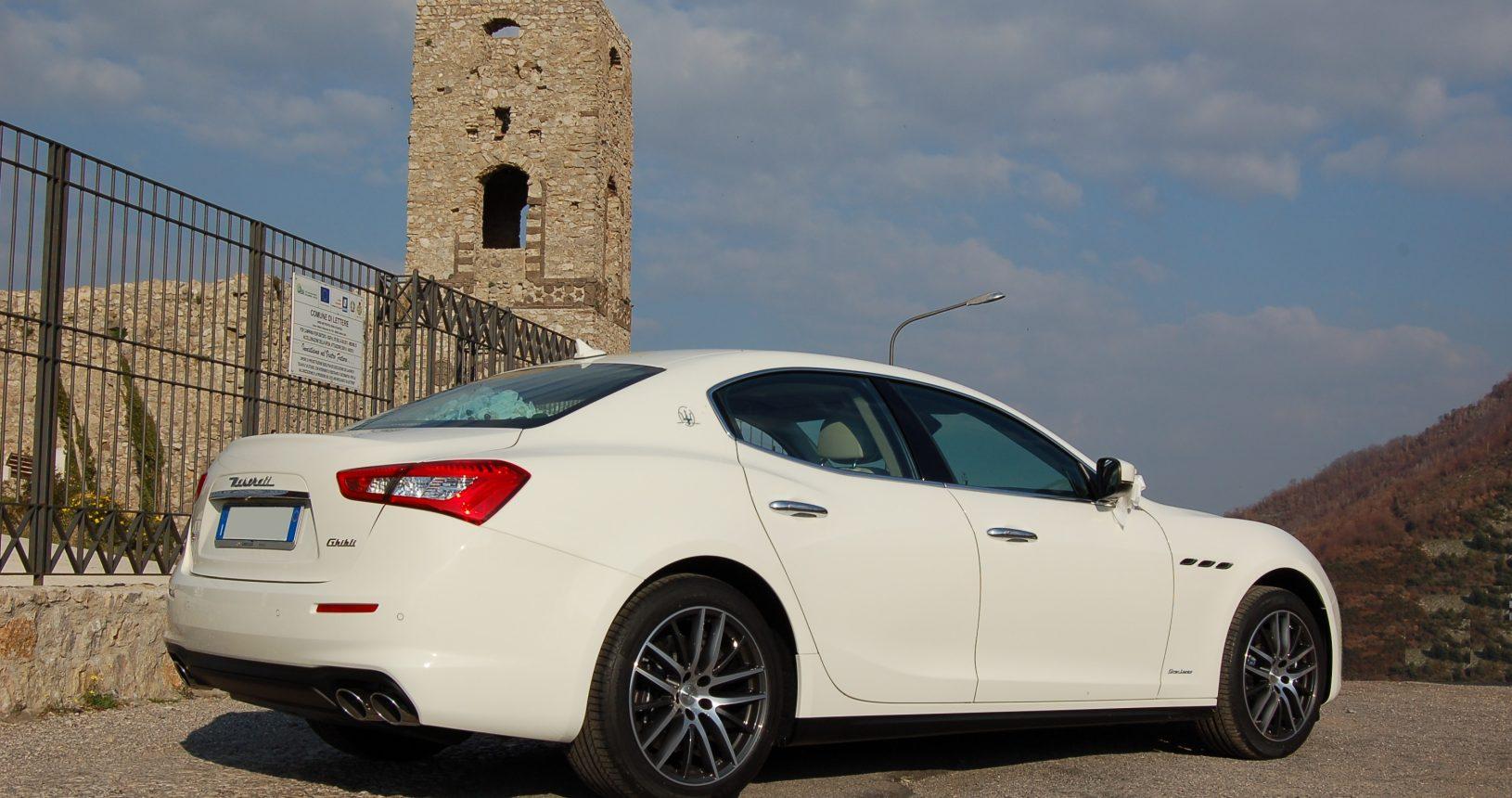 noleggio auto cerimonie Napoli | Maserati Ghibli bianca | auto sposi Napoli