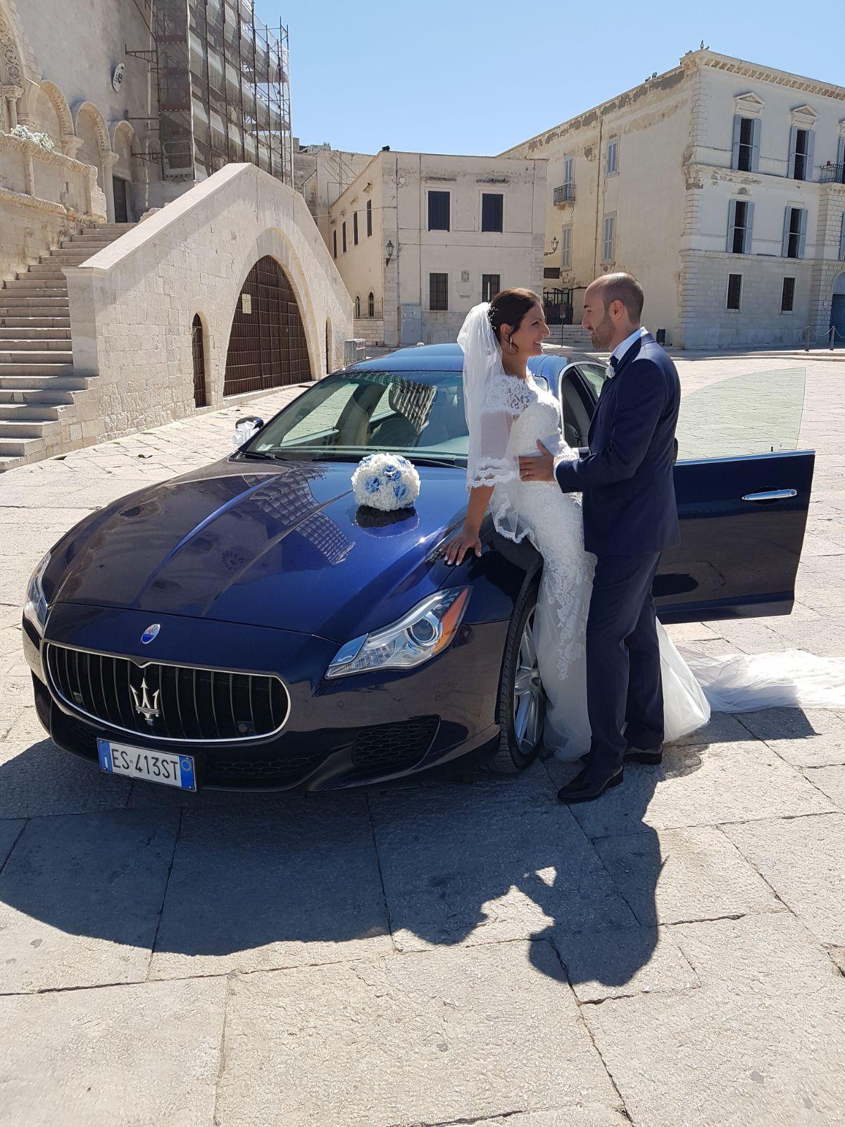auto sposi Napoli | Maserati Q4 blu | noleggio per matrimoni