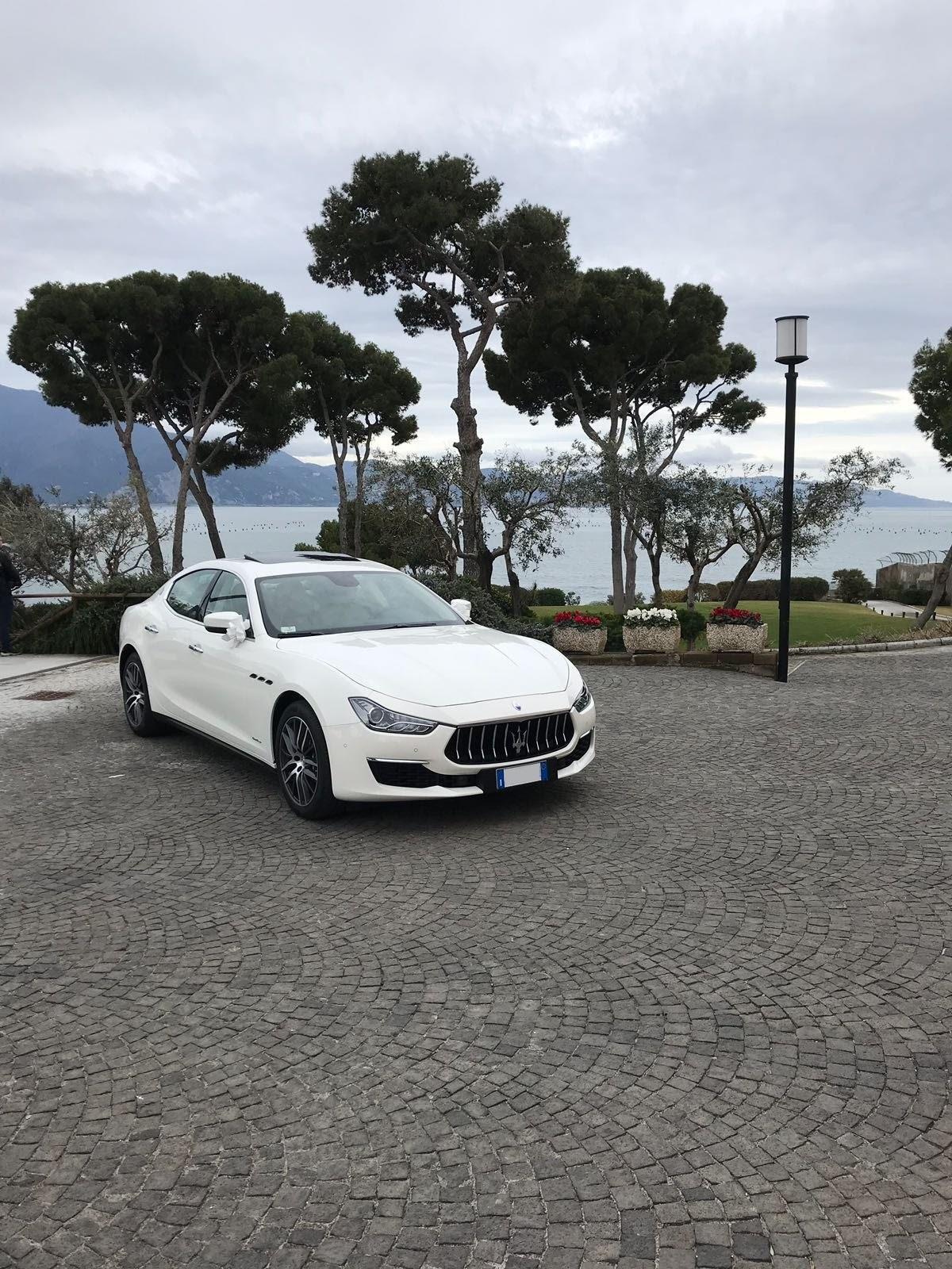 auto sposi Napoli | Maserati Ghibli | noleggio auto matrimoni Napoli prezzi