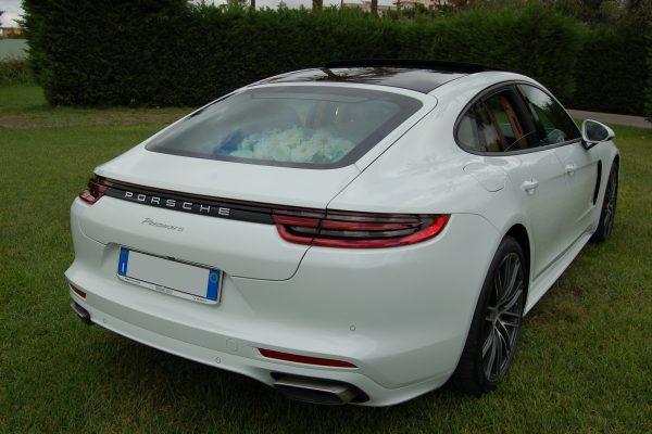 Foto rappresentativa del retro magnifico della Porsche Panamera. E' un particolare fondamentale per l'ultimo modelloo della Porsche che la distingue da quella precedente.