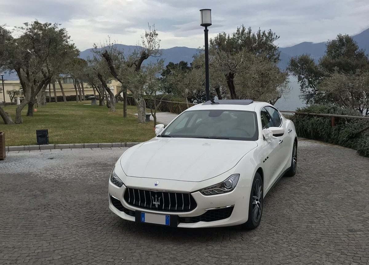 auto sposi Napoli | noleggio Maserati Ghibli | noleggio auto per cerimonie
