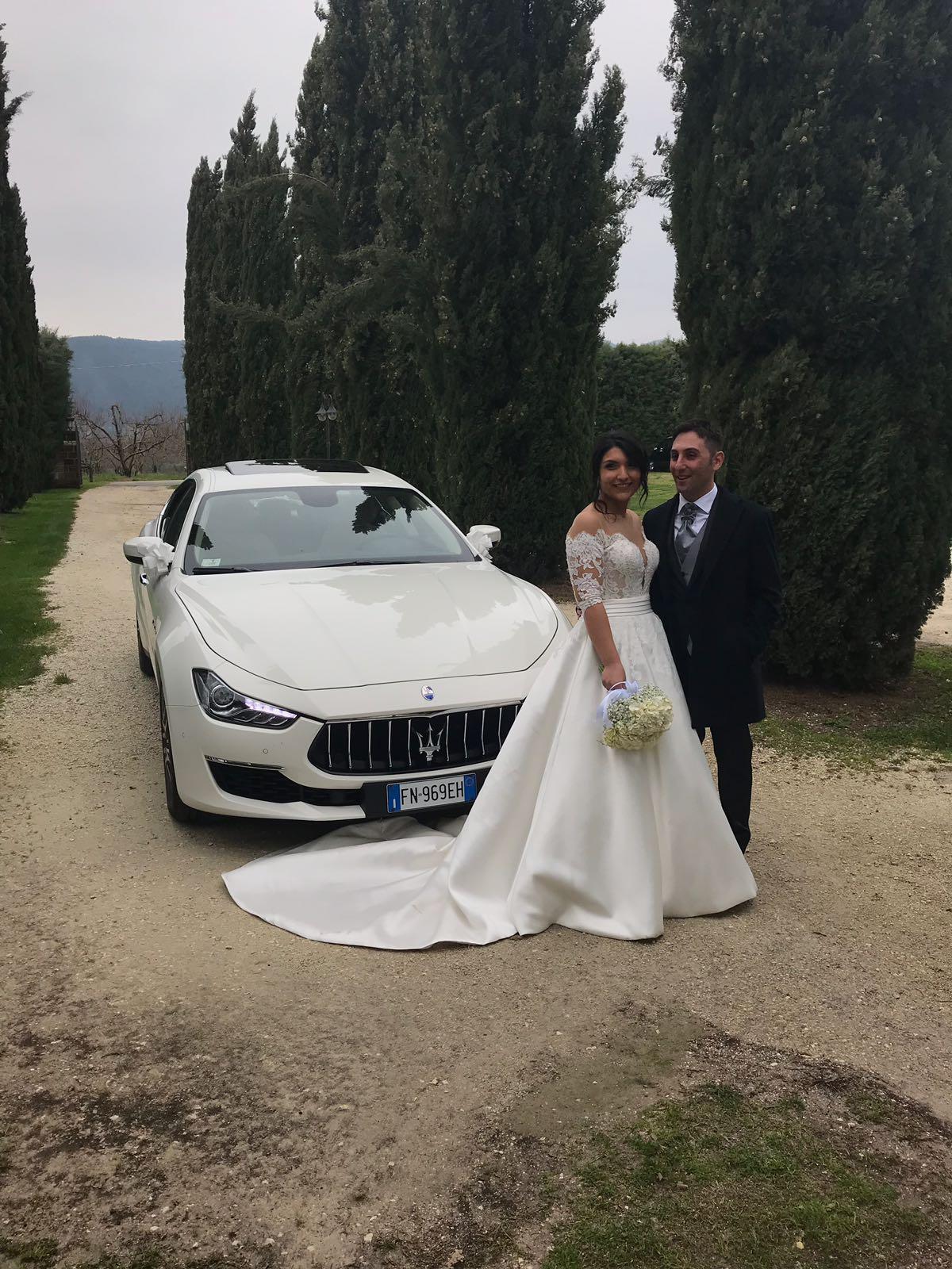 auto sposi Napoli | sposi con Maserati Ghibli | auto matrimonio Napoli