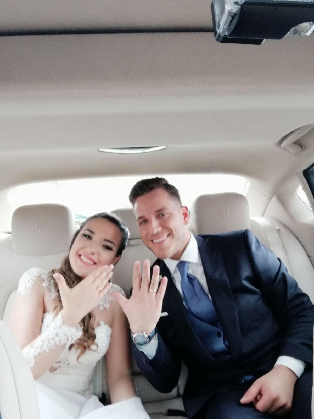 In questa foto ci sono due fantastici che nel giorno del matrimonio hanno scelto la serietà e professionalità di Meridiana Service