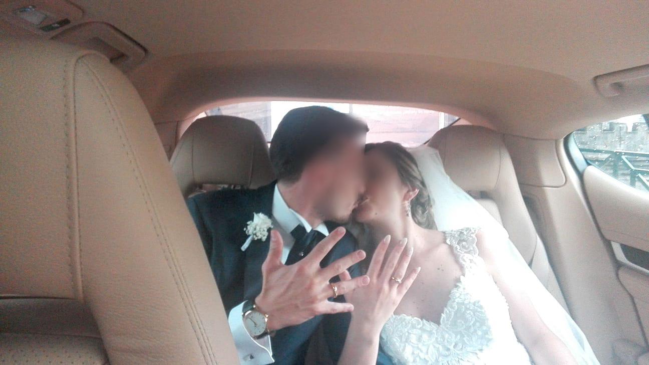 E dopo il Brindisi nella nostra splendida auto c'è il meraviglioso bacio...