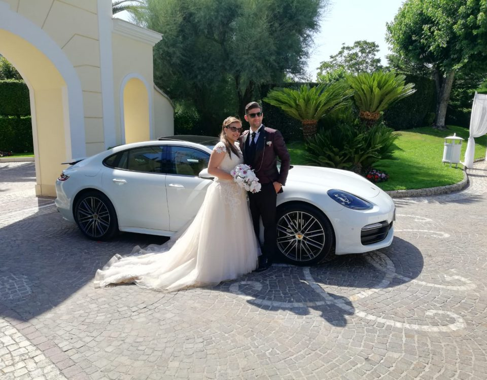 L'arrivo al ristorante di questi magnifici sposi con la Nuova Porsche Panamera. Sposi elegantissimi è molto simpatici