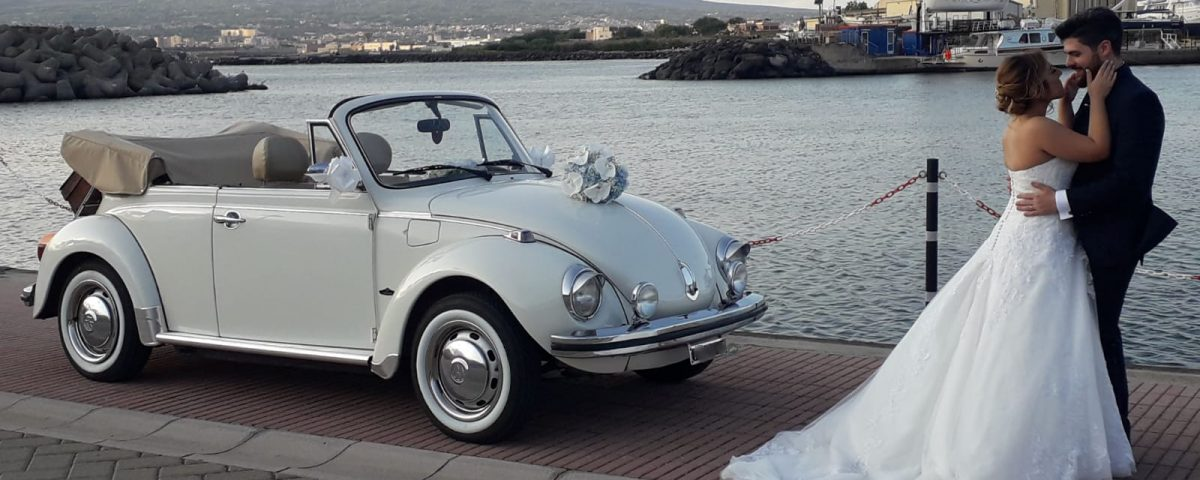 L'auto d'epoca è molto caratteristica, non passa mai di moda e mantiene nel tempo sempre la stessa eleganza