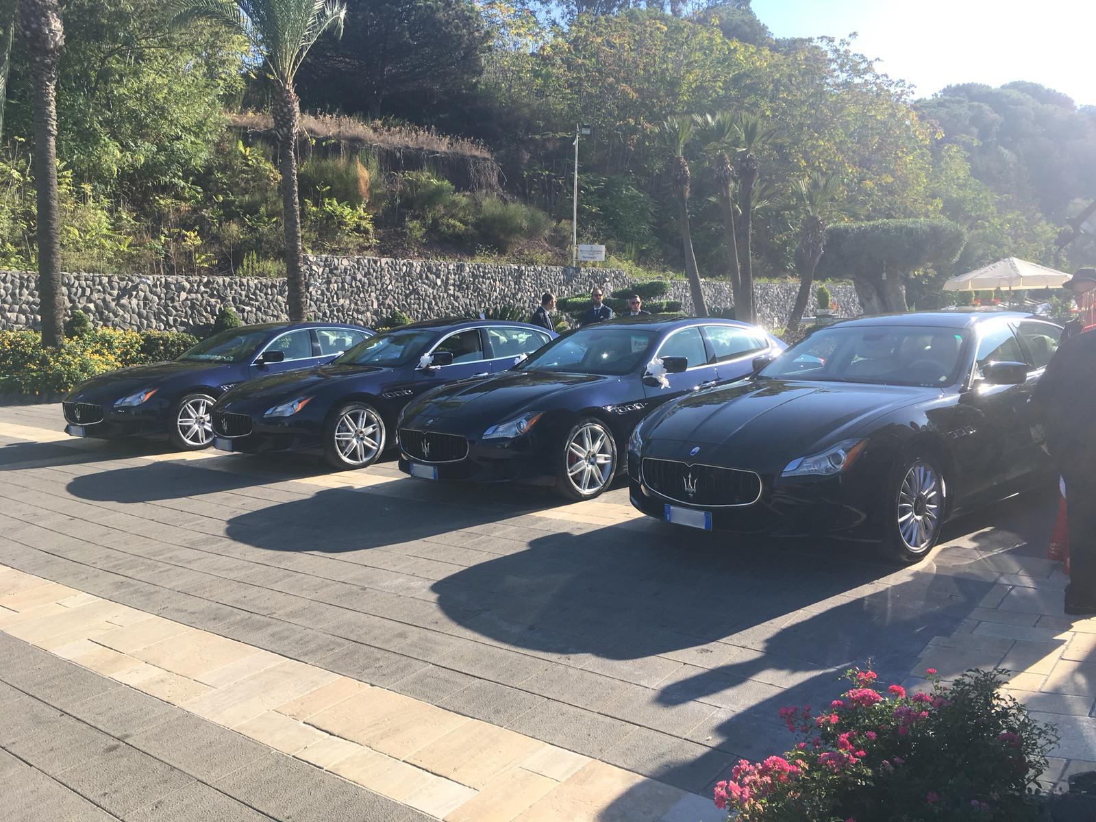 Per il matrimonio di una magnifica coppia hanno partecipato le nostre Maserati Quattroporte blu.