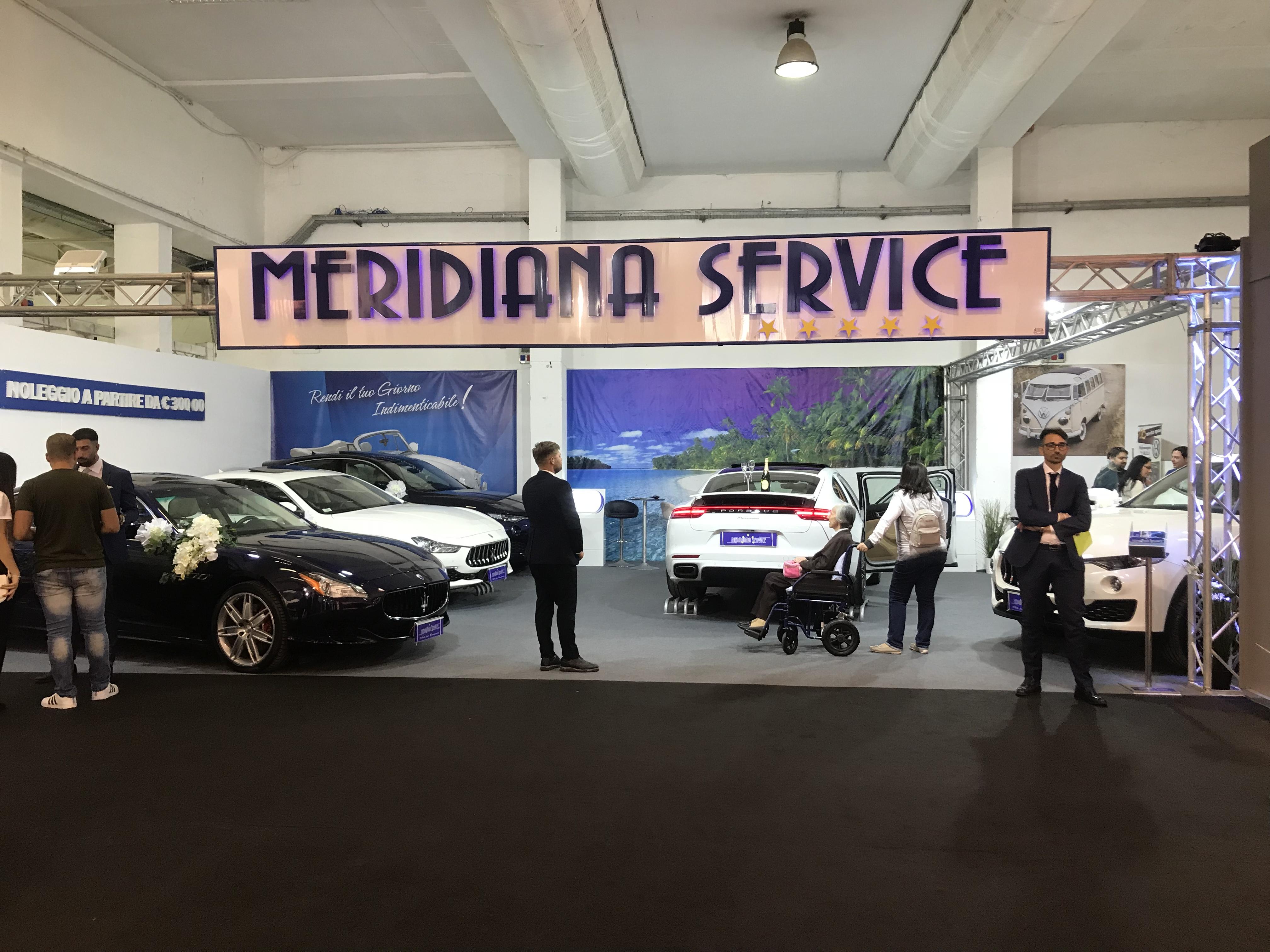 Questa foto rappresenta il nostro stand con tutti gli ultimi modelli delle auto a prezzi imbattibili