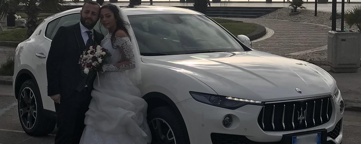 Una vettura elegante, il colore bianco è un segno riconoscitivo del matrimonio per questo anche il più richiesto...